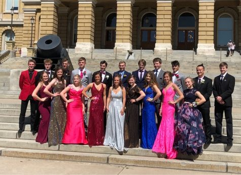 Before prom, people gathered to take pictures in front of the capitol in Des Moines, Iowa.  Picture provided by Alex Drent.